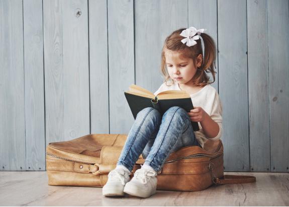 Đọc sách giúp trẻ nhớ mặt chữ nhanh hơn