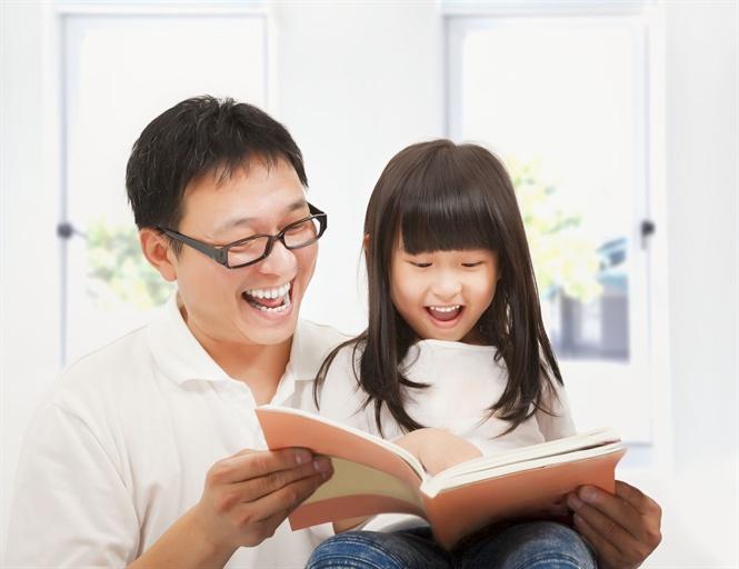 Đọc sách cho trẻ cũng là cách giúp trẻ đọc tốt hơn