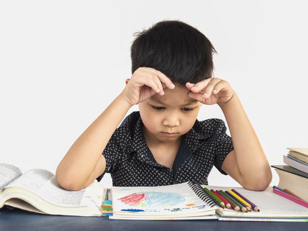 Cha mẹ không nên ép con học quá nhiều theo kiểu nhồi nhét